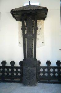troita intrarea in mausoleu
